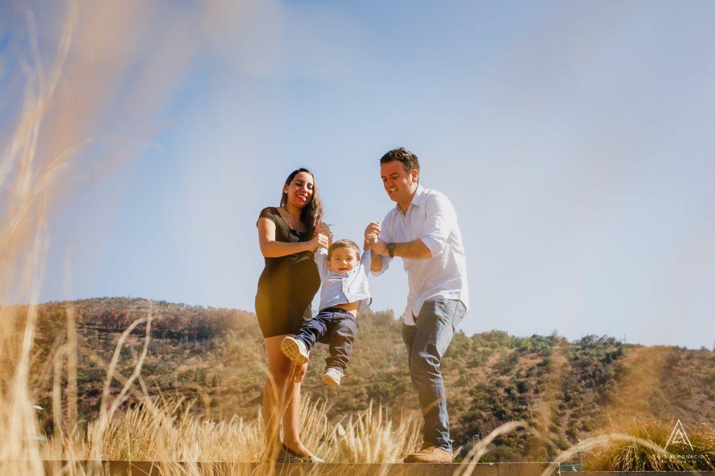 Fotografia-embarazo-familiar-parque-bicentenario-vitacura